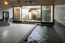 【季(とき)の湯温泉】石風呂の内湯「季(とき)の湯」 露天風呂で手足を伸ばしてゆっくりと・・・