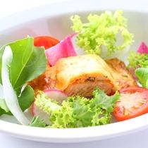 *【ご夕食 サラダ一例】地元の八ヶ岳高原野菜や自家菜園のものを出来るだけ使用しています。