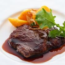 *【ご夕食 基本清里コース お肉料理一例】季節の野菜やハーブを使ったお料理をご用意いたします。