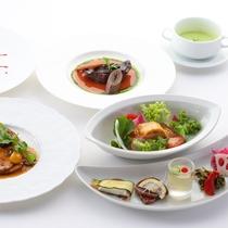 *【ご夕食 グレードアップ八ヶ岳コース一例】季節の野菜やハーブを使った彩り豊かなお料理。