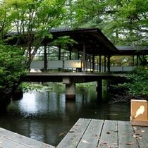 松泉湖 桟橋(鳥ライト)と回廊