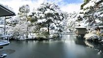 庭園の雪景色