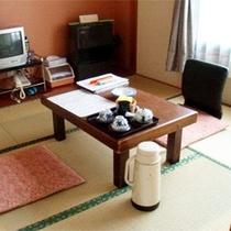 *【和室4.5畳一例】必要なものにすぐ手が届く、おこもりに最適なお部屋です。
