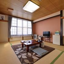 *部屋(和室10畳)ファミリーにお勧めの広めの客室。TV・空冷蔵庫・電気カーペット完備!
