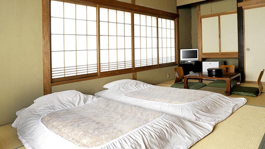 ・離れ 和室12畳 (112号室)ファミリーや大人数のご利用も気兼ねなくおくつろぎいただけます