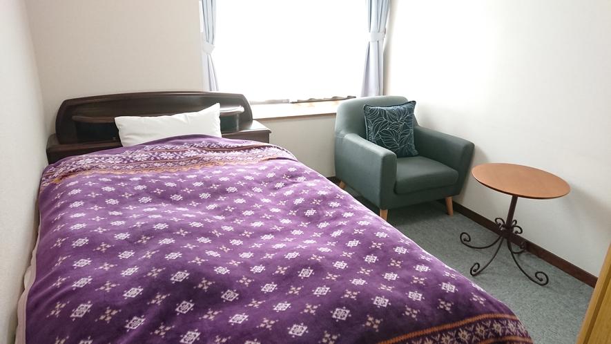 洋室 201号室 南向きで日当たりが良く落ち着いたお部屋になります