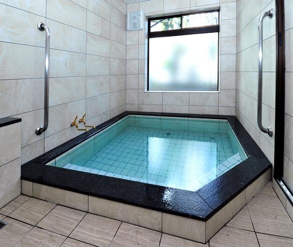 ・当館のお風呂はミネラルの湯・ラドン温泉風呂です。
