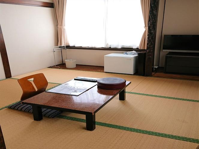 ・和室4.5畳(207号室)角部屋で窓が2つ有り、風通しが良いお部屋です
