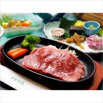伊豆牛のステーキ。一般にはほぼ流通しない希少性の高いブランド牛をお楽しみ下さい。