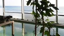 *大浴場/前面に配した大きな窓から相模灘が一望できます