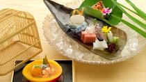 *夕食一例/四季の味覚をお愉しみ頂けるよう、季節ごとのお献立でおもてなしいたします。