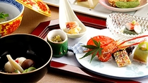 *夕食一例/地物・旬素材を活かし、丁寧にお作りする懐石料理。彩り鮮やか・ボリューム満点です。