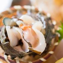 *お夕食一例(活き造り)/抜群の鮮度のお造り。獲れたての海の幸をごゆっくりご賞味下さい。