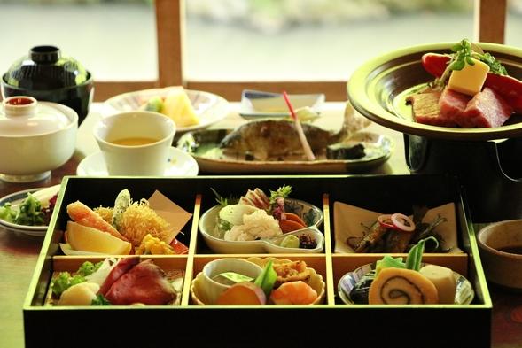 【ご夕食は開放的な川床席で♪】季節の会席料理