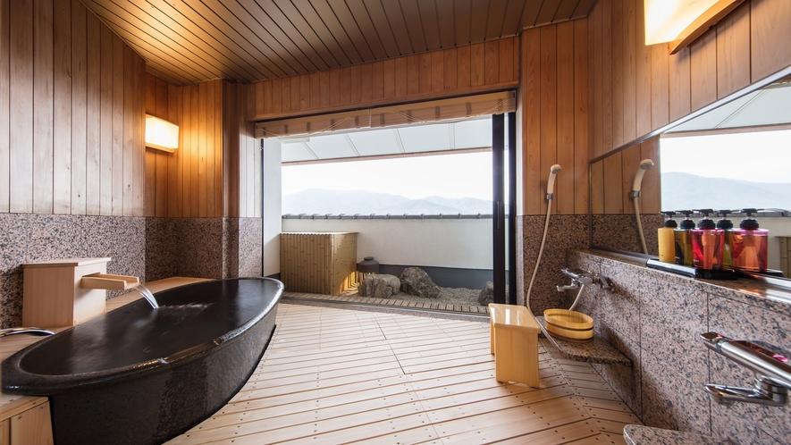 【東の館・最上階貴賓室(113㎡)】温泉展望風呂付