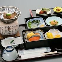 ● 朝食 ● 和定食。大人気のご飯が止まらなくなる朴葉味噌。