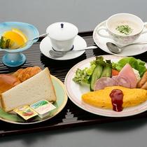 ● 朝食 ● 洋食。無料のコーヒーを飲みながらゆっくりとしたモーニングを。
