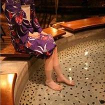 ● リラックス ● 温泉街の足湯でほっこり癒される。
