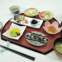 【朝食一例】ご飯や味噌汁、卵料理など温かい和朝食をご用意致します
