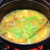 *【夕食例】味噌汁も炭火でゆっくり作ります。