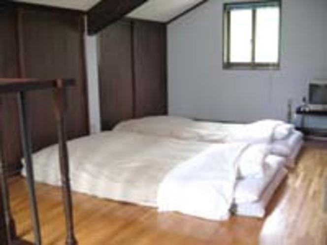 コテージ2F寝室。階段が急です。