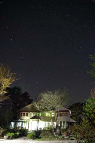 星空 晴れた日の夜空は星でいっぱい