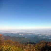 *【大山山頂からの景色/一例】天気が良ければ遠くに相模湾や横浜も望めます。