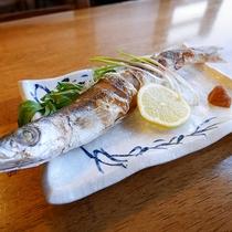 *[夕食一例]季節のごとの旬のお魚の焼き魚。こちらはかますです。