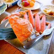 *[夕食一例]しっかり身の詰まった蟹。シンプルに旨みが味わえるボイル蟹が人気。
