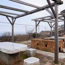 *[BBQ場]別館のお庭にはバーベキュー場が併設。海水浴と一緒に是非ご利用ください。