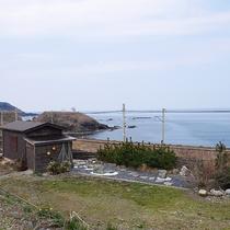 *[別館]海が目の前の別館は開放感満点の眺望が楽しめます。お庭でのんびりくつろぐのもおすすめ。