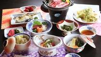 ■【ご夕食一例】牛の陶板焼きや山形の天然食材が味わえる和食膳をご堪能ください!