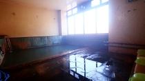 ■【別館 貸切風呂1】大きな湯船を贅沢に貸切。もちろん源泉かけ流しです!