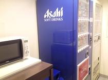 3F自動販売機コーナーには電子レンジもございます。