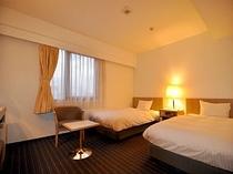 ■客室:ツインルームタイプは120cm幅セミダブルサイズを使用