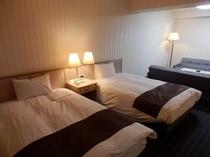 ■客室:デラックスツイン・34平米&ベッド幅は120cm