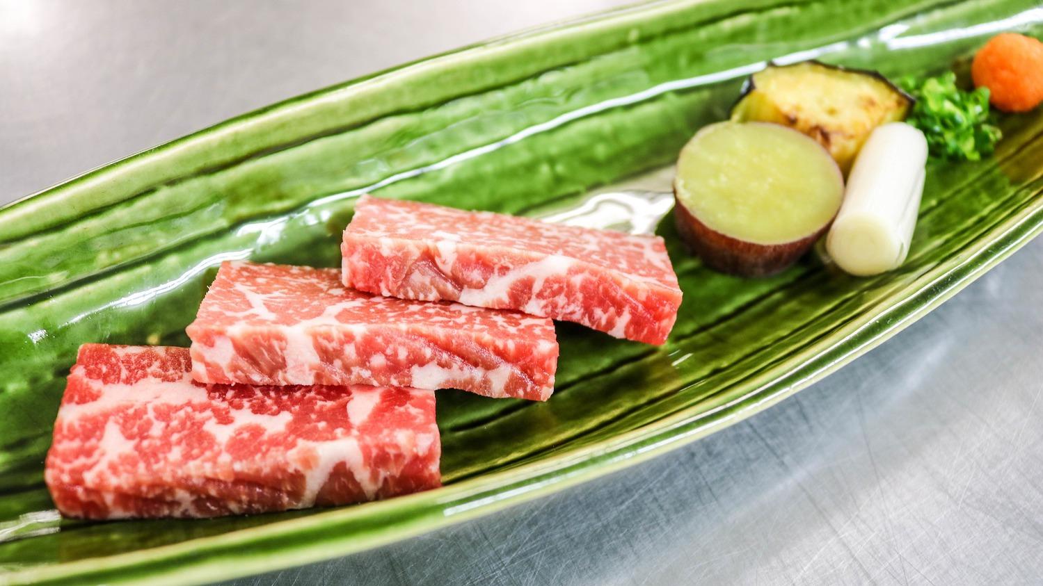 【お料理一例】香ばしい香りと、旨みが口の中に広がる陶板焼き