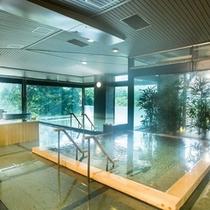 【大浴場】広々として清潔感あふれる浴場です