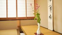 【こだわり】仲居による生け花。お部屋に3つご用意ございます