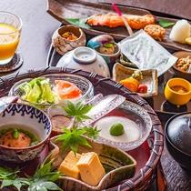 【ご朝食一例】清々しい朝、淡い光と鬼怒のささやきに包まれながらのご朝食