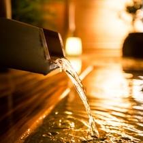 【露天風呂】夜風を感じながら、日ごろの疲れをお癒し下さいませ