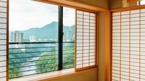 【眺望】お部屋からは鬼怒川の流れをご覧いただけます。