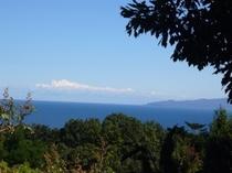空と海と伊豆大島と