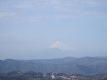 「富士山の日」※2月23日 春霞がかかる富士山の表情(大室山頂上より2月23日撮影)