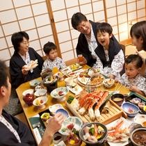 【お部屋食イメージ】ご家族揃ってゆっくりお食事をお楽しみいただけます。