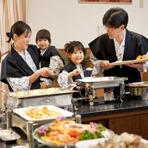 【夕食バイキング】家族仲良くお料理選び♪