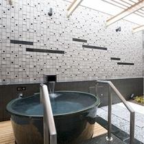 【露天風呂付ツイン】ラジウム鉱泉を利用した人工温泉です。