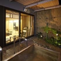【露天風呂付和室】ラジウム鉱泉を利用した人工温泉です。