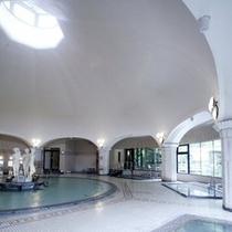 【本格ドーム型ローマ風大浴場】昭和13年創業当時のモダンスタイルを今に引き継ぎます。