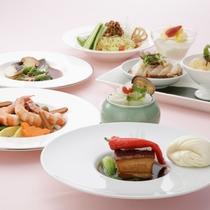 【中国料理・桃李】ランチ例。季節ごとにフェアを開催し、特別ディナーをご用意しています。